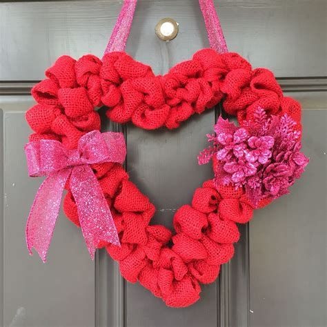 Awesome Burlap Valentine Decorations Ideas 02