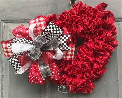 Awesome Burlap Valentine Decorations Ideas 06