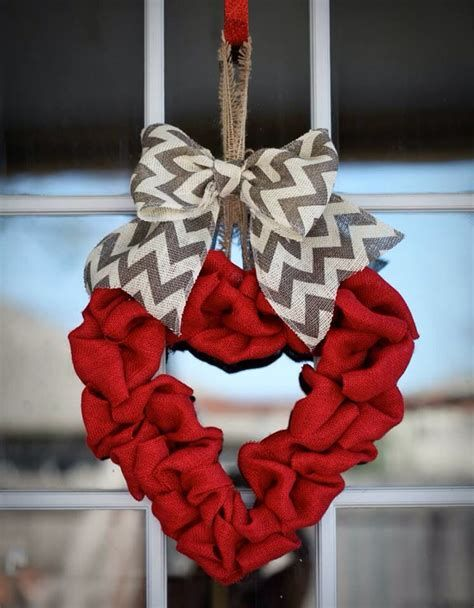 Awesome Burlap Valentine Decorations Ideas 07