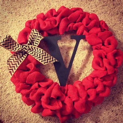 Awesome Burlap Valentine Decorations Ideas 34