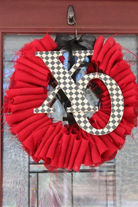 Awesome Burlap Valentine Decorations Ideas 35