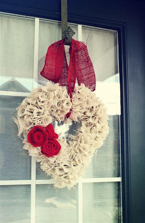 Awesome Burlap Valentine Decorations Ideas 37