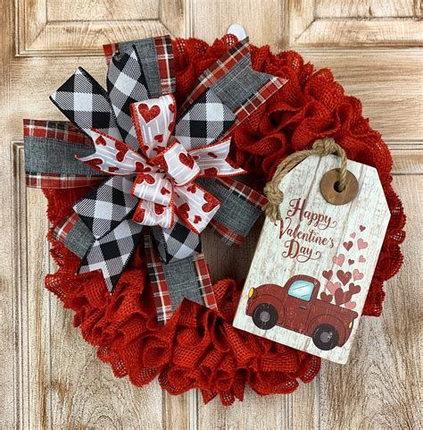 Awesome Burlap Valentine Decorations Ideas 38