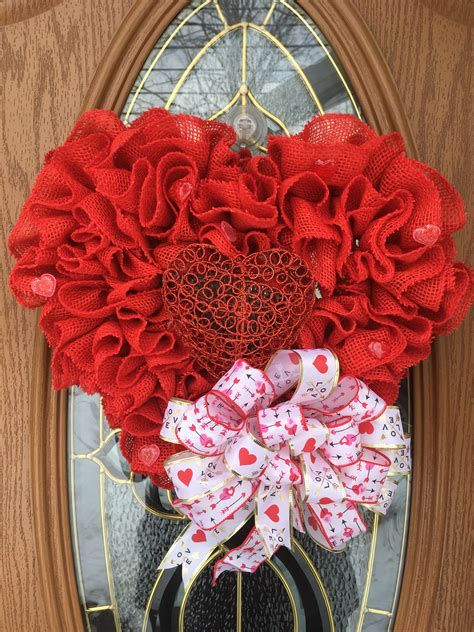 Awesome Burlap Valentine Decorations Ideas 39