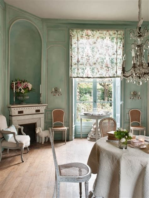 Awesome French Shabby Chic Interiors Ideas 43