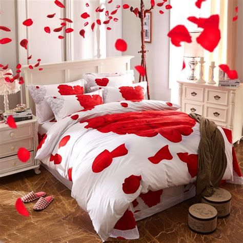 Classy Valentines Day Bedroom Decorations Ideas 38