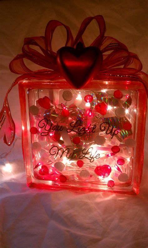 Comfy Lighted Valentine Window Decorations Ideas 02
