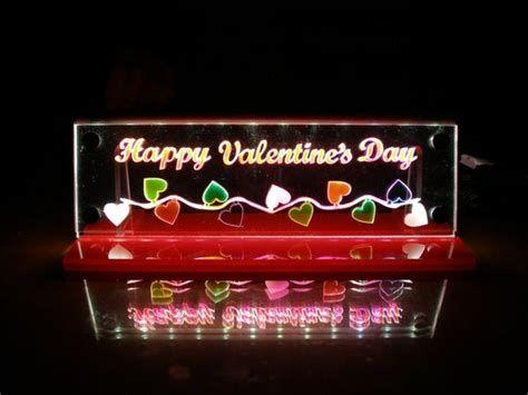 Comfy Lighted Valentine Window Decorations Ideas 05