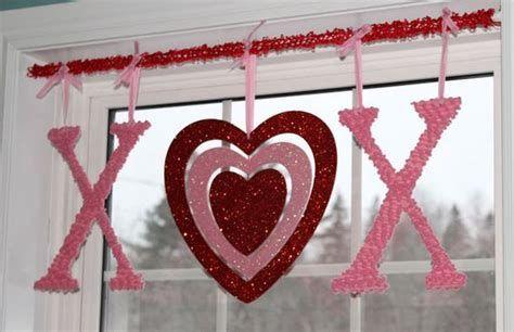 Comfy Lighted Valentine Window Decorations Ideas 12