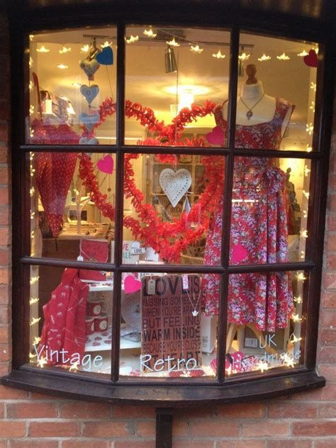 Comfy Lighted Valentine Window Decorations Ideas 16