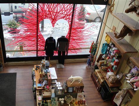 Comfy Lighted Valentine Window Decorations Ideas 22