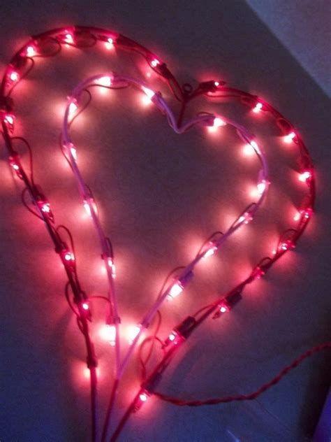 Comfy Lighted Valentine Window Decorations Ideas 28
