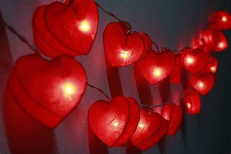 Comfy Lighted Valentine Window Decorations Ideas 29