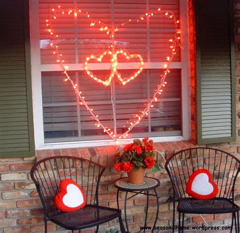Comfy Lighted Valentine Window Decorations Ideas 34