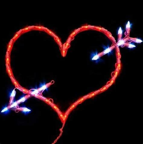 Comfy Lighted Valentine Window Decorations Ideas 43