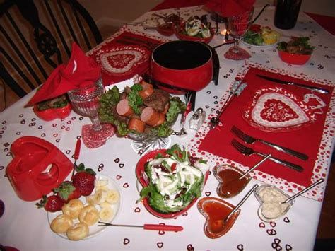 Easy Valentine Dinner Table Decorations Ideas 09