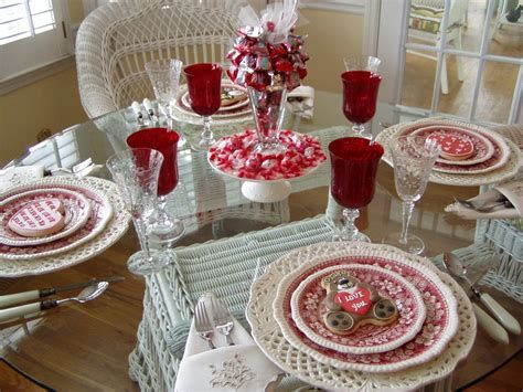 Easy Valentine Dinner Table Decorations Ideas 12
