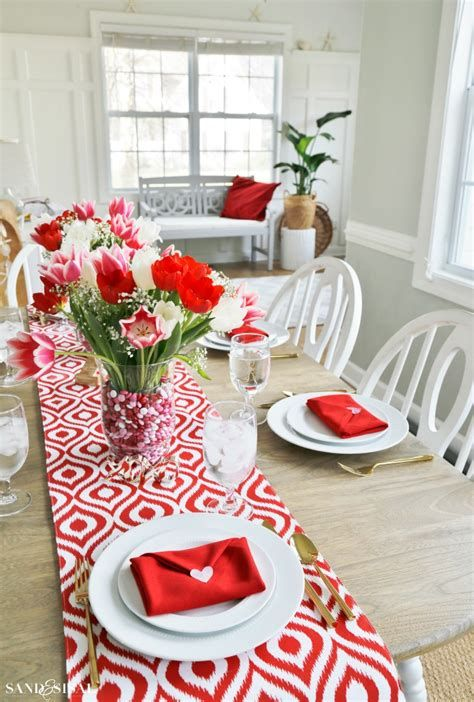 Easy Valentine Dinner Table Decorations Ideas 22