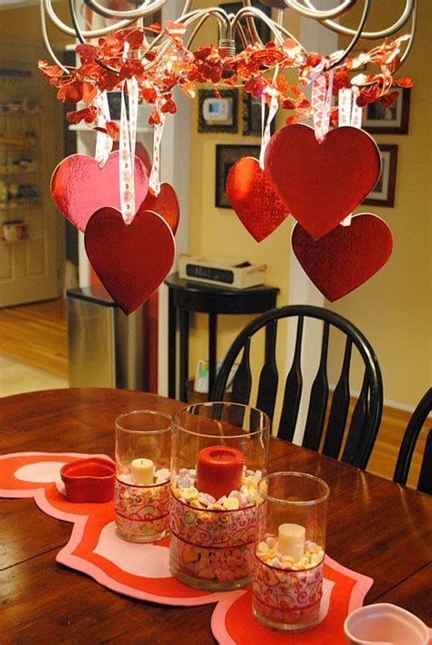 Easy Valentine Dinner Table Decorations Ideas 32