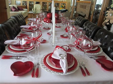 Easy Valentine Dinner Table Decorations Ideas 35