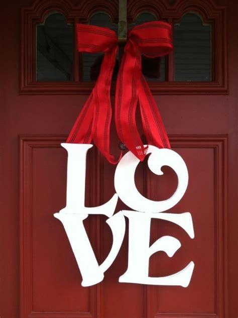 Gorgeous Valentines Day Porch Decor Ideas 01
