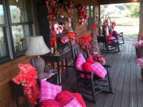 Gorgeous Valentines Day Porch Decor Ideas 02