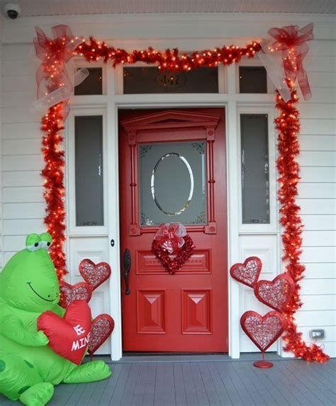 Gorgeous Valentines Day Porch Decor Ideas 06