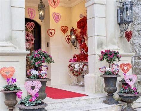 Gorgeous Valentines Day Porch Decor Ideas 09