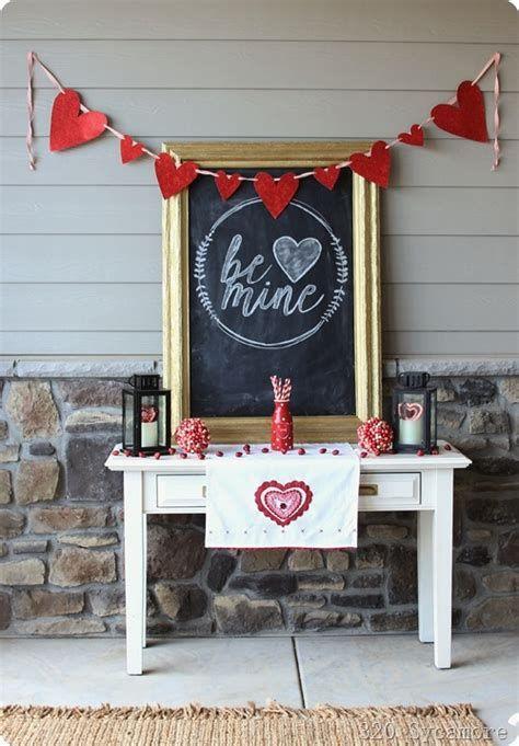 Gorgeous Valentines Day Porch Decor Ideas 11