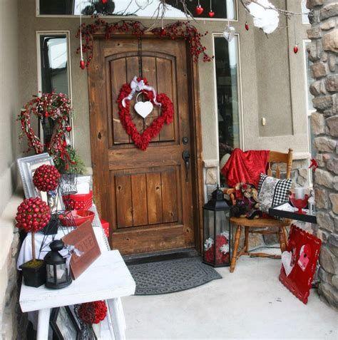 Gorgeous Valentines Day Porch Decor Ideas 13