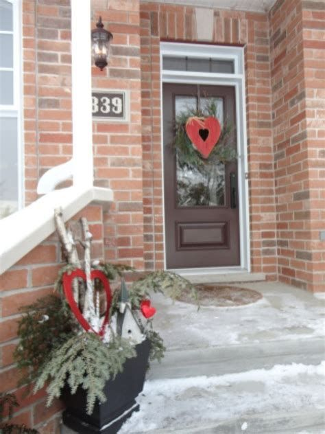Gorgeous Valentines Day Porch Decor Ideas 14