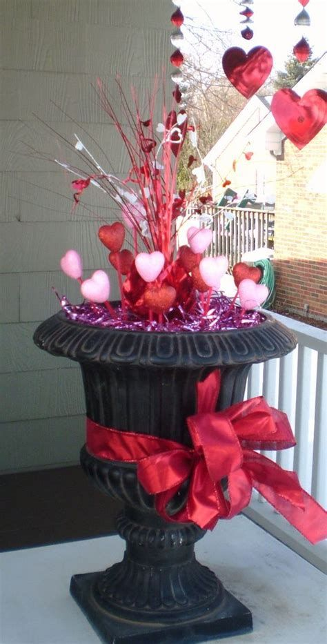 Gorgeous Valentines Day Porch Decor Ideas 17