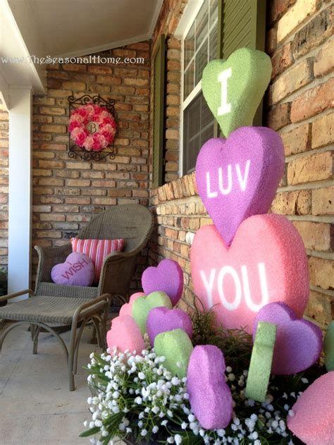 Gorgeous Valentines Day Porch Decor Ideas 18