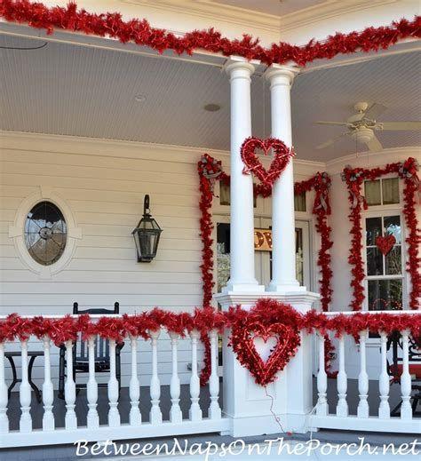 Gorgeous Valentines Day Porch Decor Ideas 19