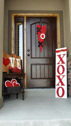 Gorgeous Valentines Day Porch Decor Ideas 20