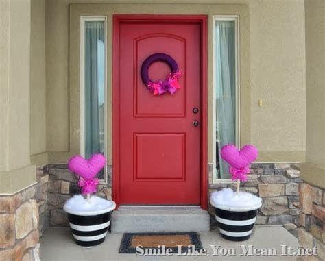 Gorgeous Valentines Day Porch Decor Ideas 22