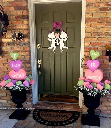 Gorgeous Valentines Day Porch Decor Ideas 23
