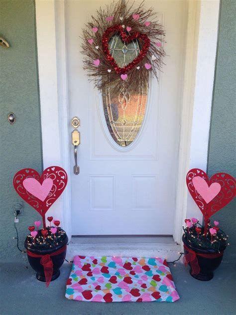 Gorgeous Valentines Day Porch Decor Ideas 27