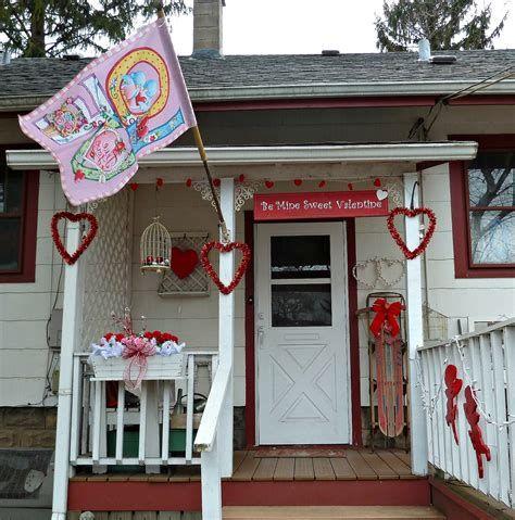 Gorgeous Valentines Day Porch Decor Ideas 28