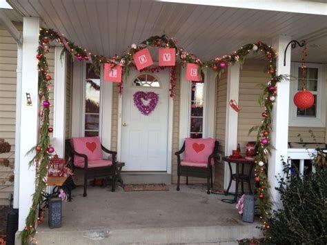 Gorgeous Valentines Day Porch Decor Ideas 31