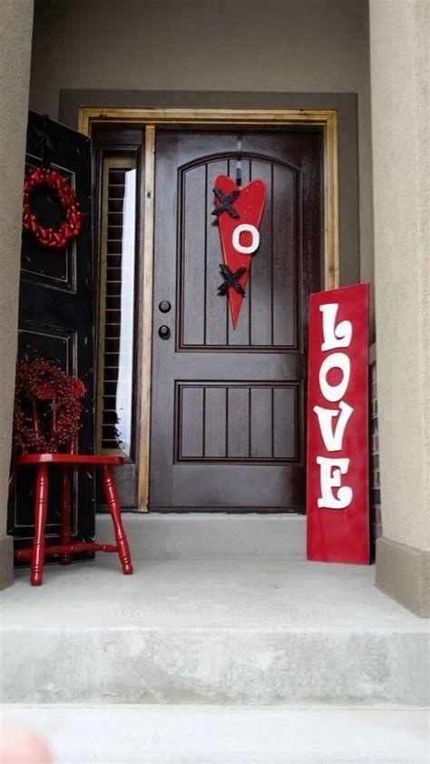 Gorgeous Valentines Day Porch Decor Ideas 33