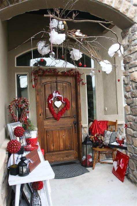 Gorgeous Valentines Day Porch Decor Ideas 35