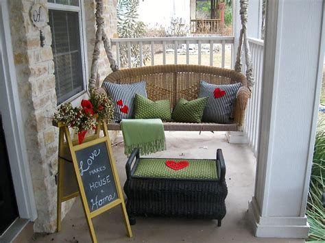 Gorgeous Valentines Day Porch Decor Ideas 36