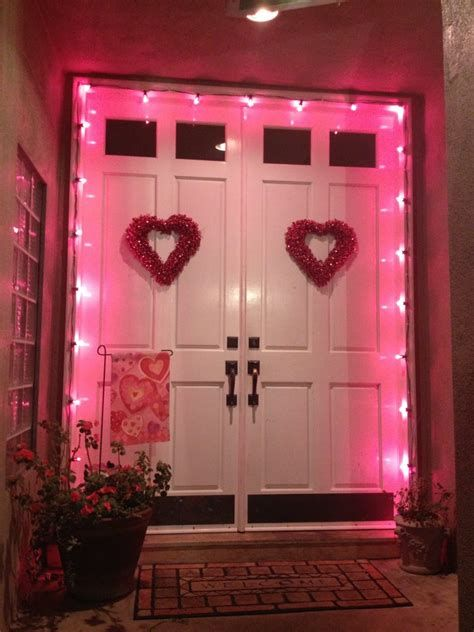 Gorgeous Valentines Day Porch Decor Ideas 38