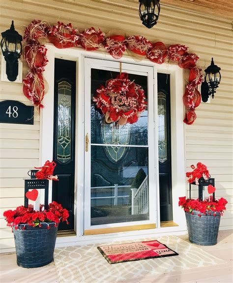 Gorgeous Valentines Day Porch Decor Ideas 41