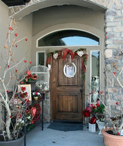 Gorgeous Valentines Day Porch Decor Ideas 42