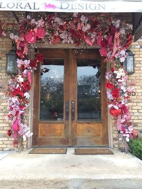 Gorgeous Valentines Day Porch Decor Ideas 43