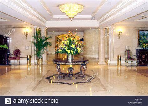 Impressive Valentines Day Hotel Lobby Decorations Ideas 04