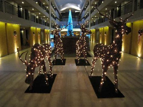 Impressive Valentines Day Hotel Lobby Decorations Ideas 11