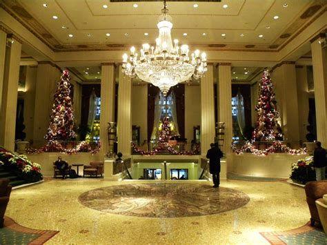 Impressive Valentines Day Hotel Lobby Decorations Ideas 13